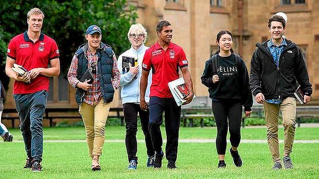 Chụp tại khuôn viên đại học Melbourne, Úc. Ảnh: The Age.